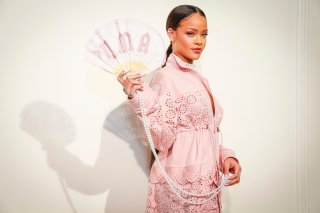 RIHANNA-SS-PARIS-WEB-01-superJumbo